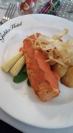 The Gables Hotel: salmon main