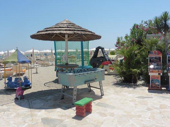 La piscina foto di bagno holiday village cervia milano - Bagno holiday milano marittima ...