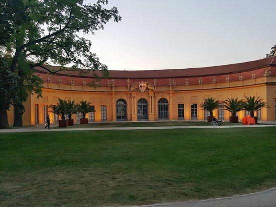 Gasthof Koenig Humbert: Die Orangerie im Schloßpark