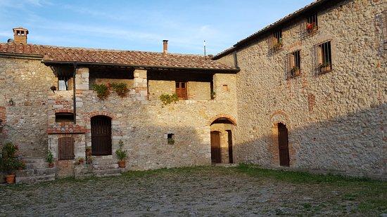 Montieri, İtalya: Struttura