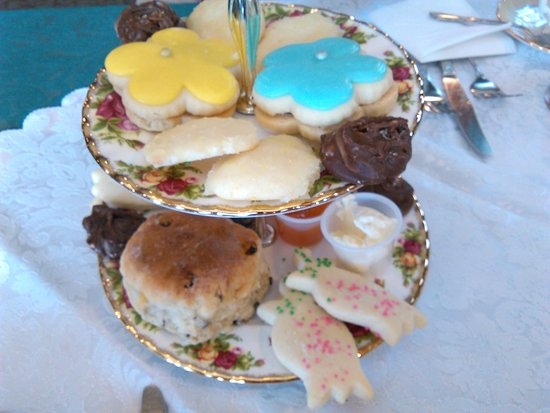 Old Curiosity Tea Shop: Tray for Two