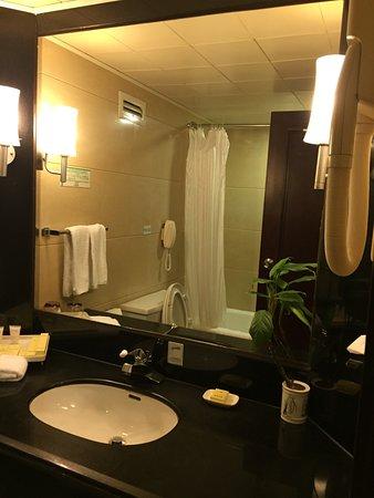 Guilin Bravo Hotel: il bagno