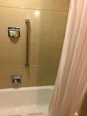 Guilin Bravo Hotel: la vasca/doccia