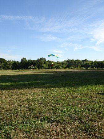 Garrettsville, OH: Beutiful day for a skydive