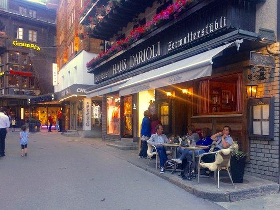 Le Gitan Grill: Restaurant von der Strasse aus