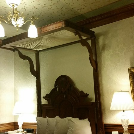 Strater Hotel: Room 211