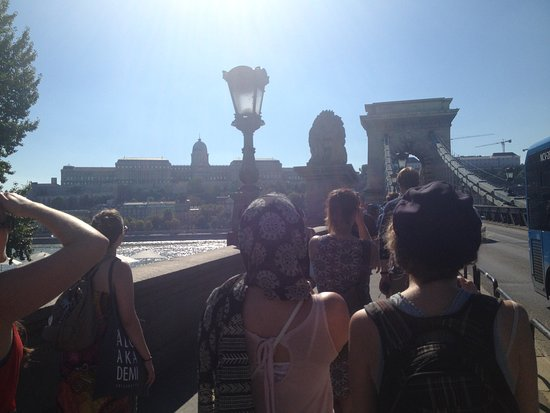 Free Budapest Tours & Multilingual Guides : General tour with Niki