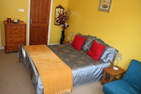 Cropwell Bishop, UK : front bedroom