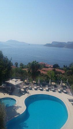 Olea Nova Hotel: odamızdan havuz ve Meis Adası manzarası