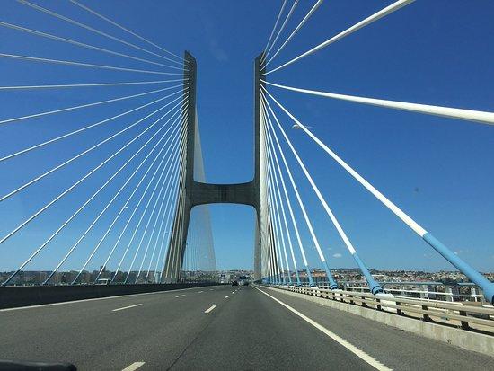 Vasco da Gama Bridge : Rijdend over de brug richting Lissabon