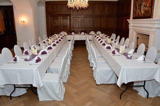 Beichlingen, Deutschland: Speisesaal für eine Hochzeit mit ca. 40 Gästen