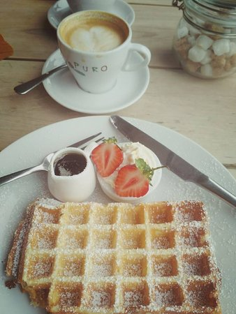 The White Lion: waffles and coffee