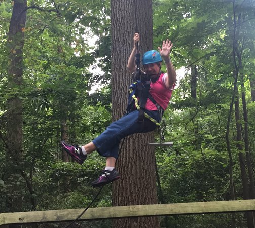 Stevens, Pensilvania: Rapel down at end of 7-line adventure tour--SO MUCH FUN!