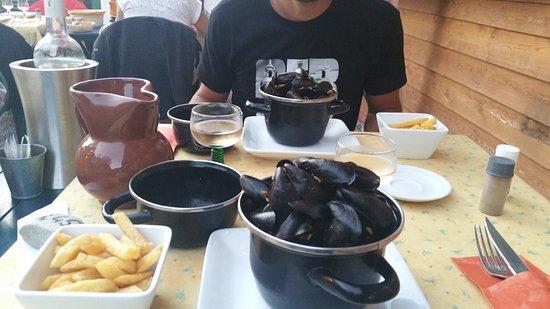 Correncon-en-Vercors, França: Délicieux moules frites!