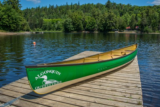 Oxtongue Lake, Canadá: A Swift 17' Keewaydin canoe perfect for longer trips.