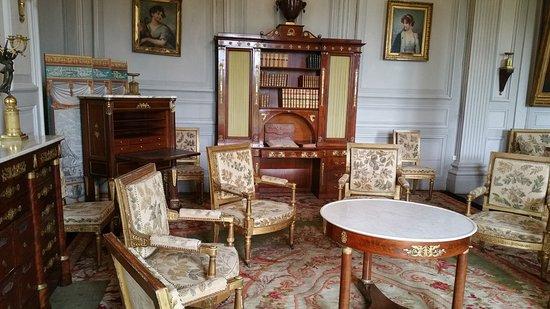 echantillon de mobilier tr s cossu photo de chateau de valencay valen ay tripadvisor. Black Bedroom Furniture Sets. Home Design Ideas