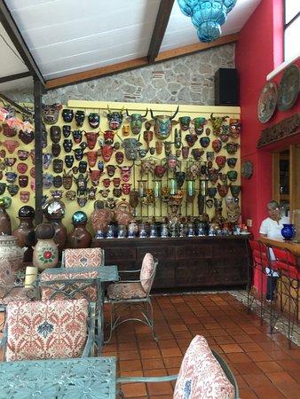 Casa de Las Flores: Lovely outdoor dining area