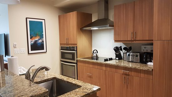Summer Bay Orlando By Exploria Resorts: Kitchen in the 4-bedroom unit