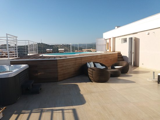 piscina sul terrazzo - Picture of Bed and Breakfast Navicri, Vieste ...