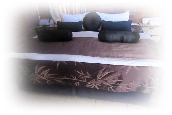 Clarens Eddies: King size bed