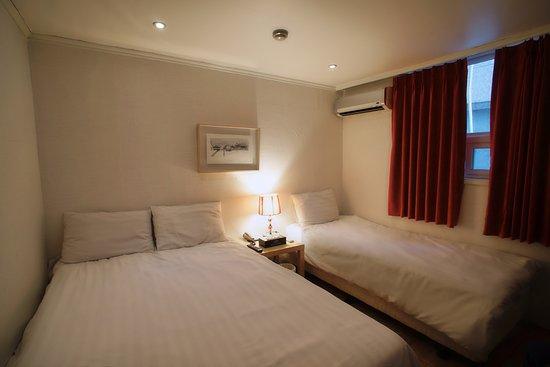 Seoul 53 Hotel : Triple Room