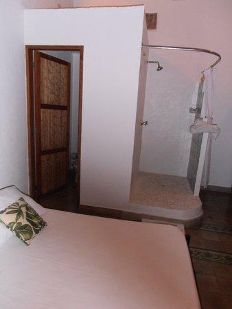 Casa Verde Hotel: doccia in camera