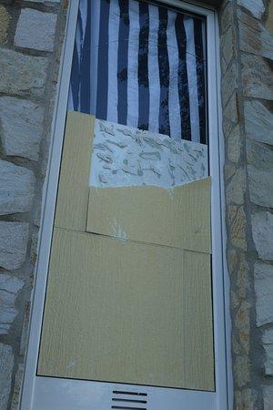 Santa Cristina d'Aro, Espagne : Broken window