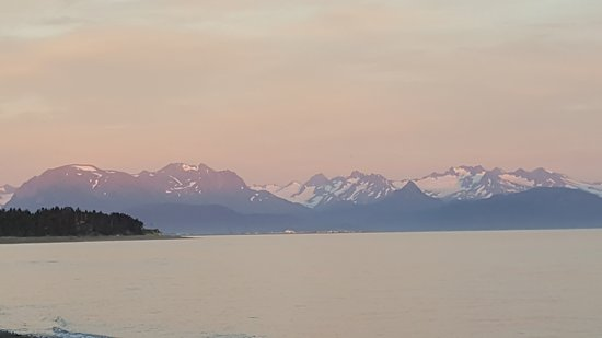 Driftwood Inn & Homer Seaside Lodges: Sunset view.