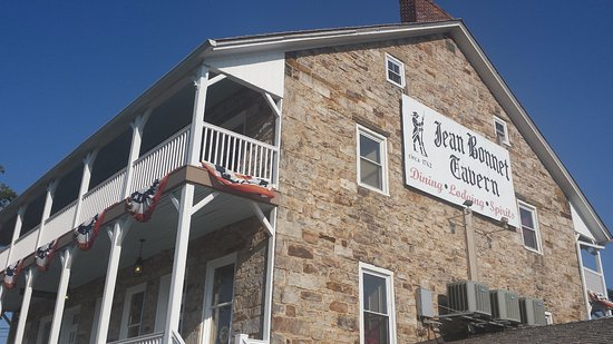 A historical tavern located in Bedford, PA