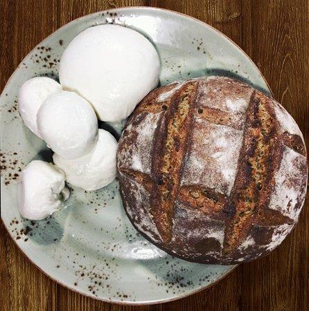 Pan y Mozarella casera hechos en la cocina de Varanasi