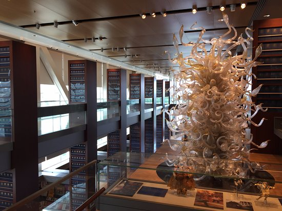 William J. Clinton Presidential Library: Museum interior with glass tree that was a gift to the Clintons