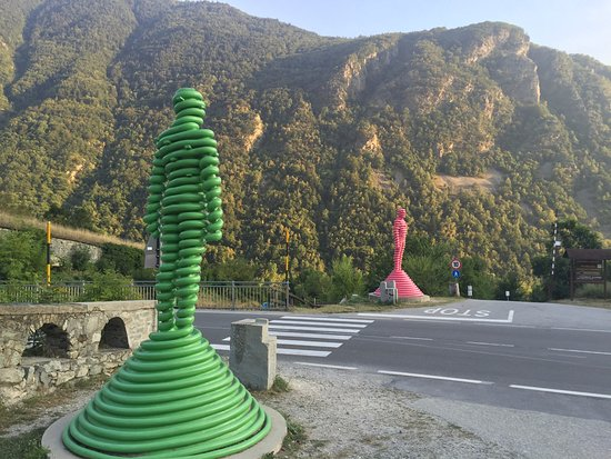 Le Statue dei fratelli giganti Ugo