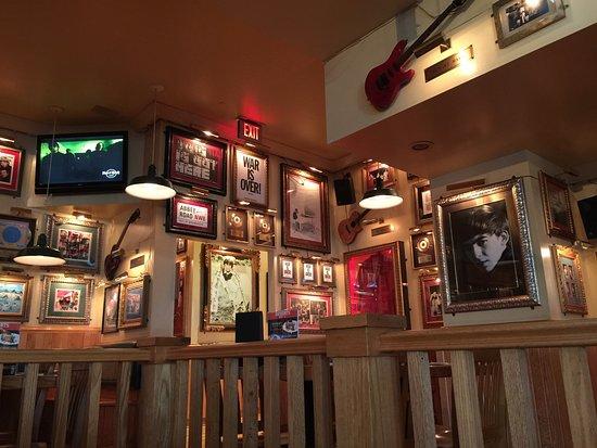 Hard Rock Cafe Guam: 店内の風景