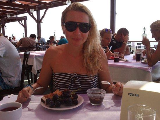 Hotel Club Tropical Beach : Очень вкусный шоколадный десерт и пироженки напоминающие тирамису