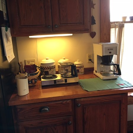Strawberry Farm Bed and Breakfast: New coffee bar.