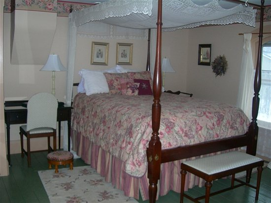 Strawberry Farm Bed and Breakfast: The Rose Room