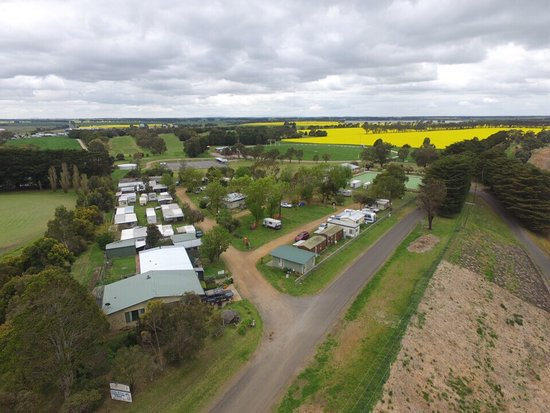 Aerial view of Lake Bolac Caravan Park