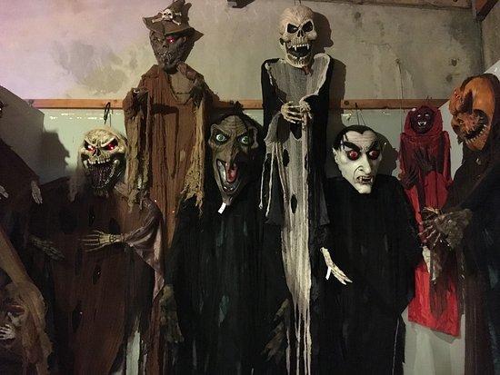 the best halloween store ever - Halloween Costumes Thousand Oaks