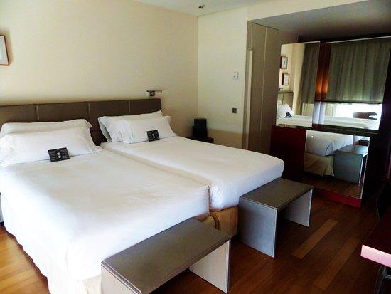 Hotel Reina Petronila Photo