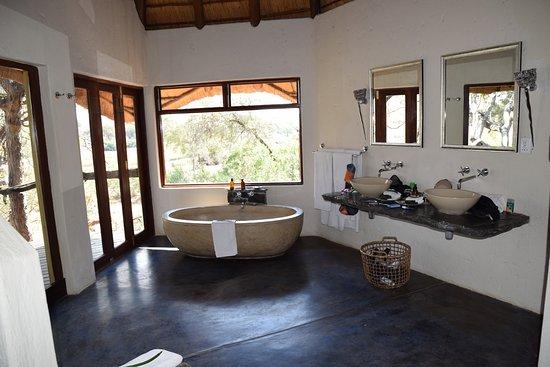 Bath area in Rock