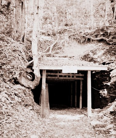 Stearns, เคนตั๊กกี้: Barthell Coal Camp Mine Entrance