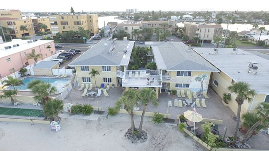 Suncoast Motel: Aerial image of the beachside of the motel