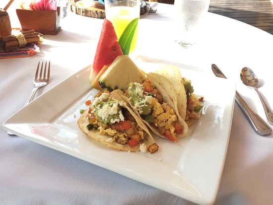 Jaguar Reef Lodge Restaurant: Breakfast tacos! So fun