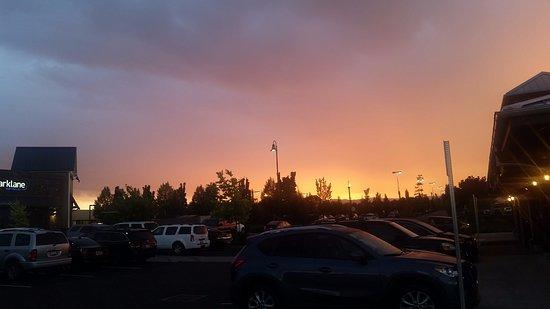 Sherwood, OR: Beautiful sunset at Spaghetti Factory