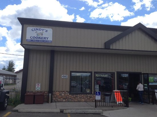 108 Mile Ranch, Kanada: Cindy's at 108 Mall:  Great Home Cooking