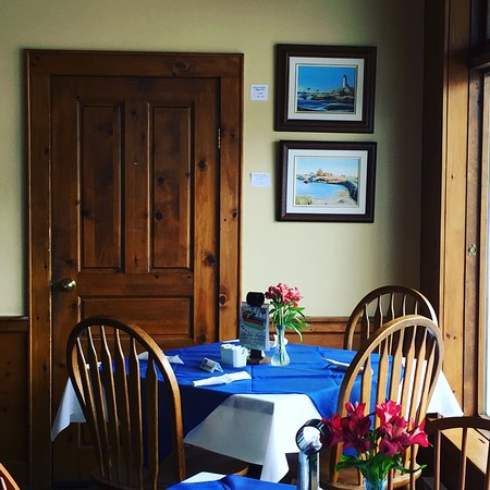 Chester, Canadá: The pretty dining room.