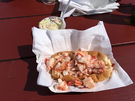 Spruce Head, ME: Fresh amazing Lobstah near Rockland ME. A quick hop skip & jump to Miller's Lobster Company toda