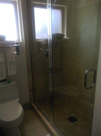 Ocean Park Inn: Shower felt AWESOME!!!