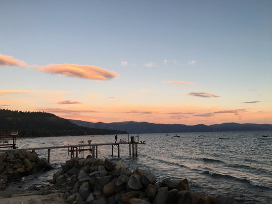 Tahoe Vista, Californië: View looking SE from property's pier
