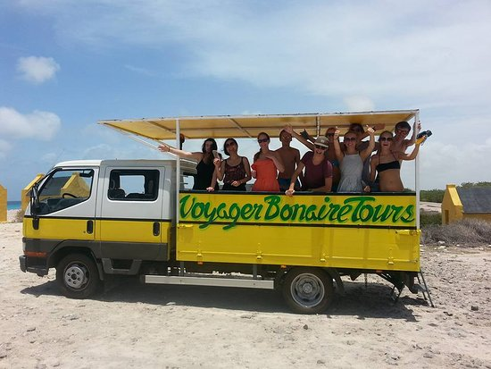 Voyager Bonaire Tours: the group of 10 students